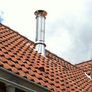 Sortie de toiture pour un conduit isolé
